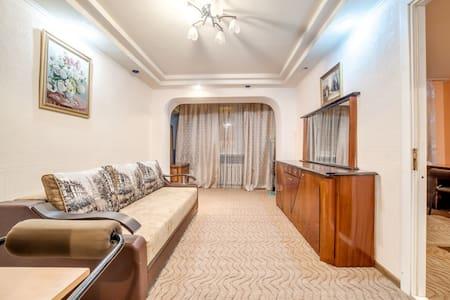 Супер 3-х км.кв квартира в центре (Соляной Спуск) - Rostov - Apartment