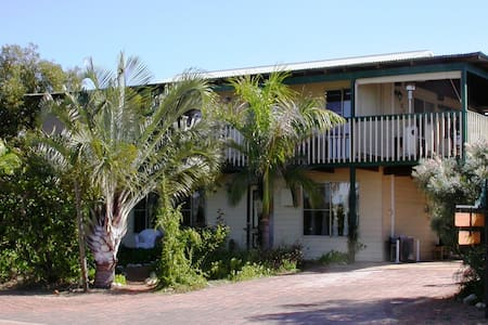 Cable Cottage Bed and Breakfast with Bed-Sit Cabin - Kalbarri