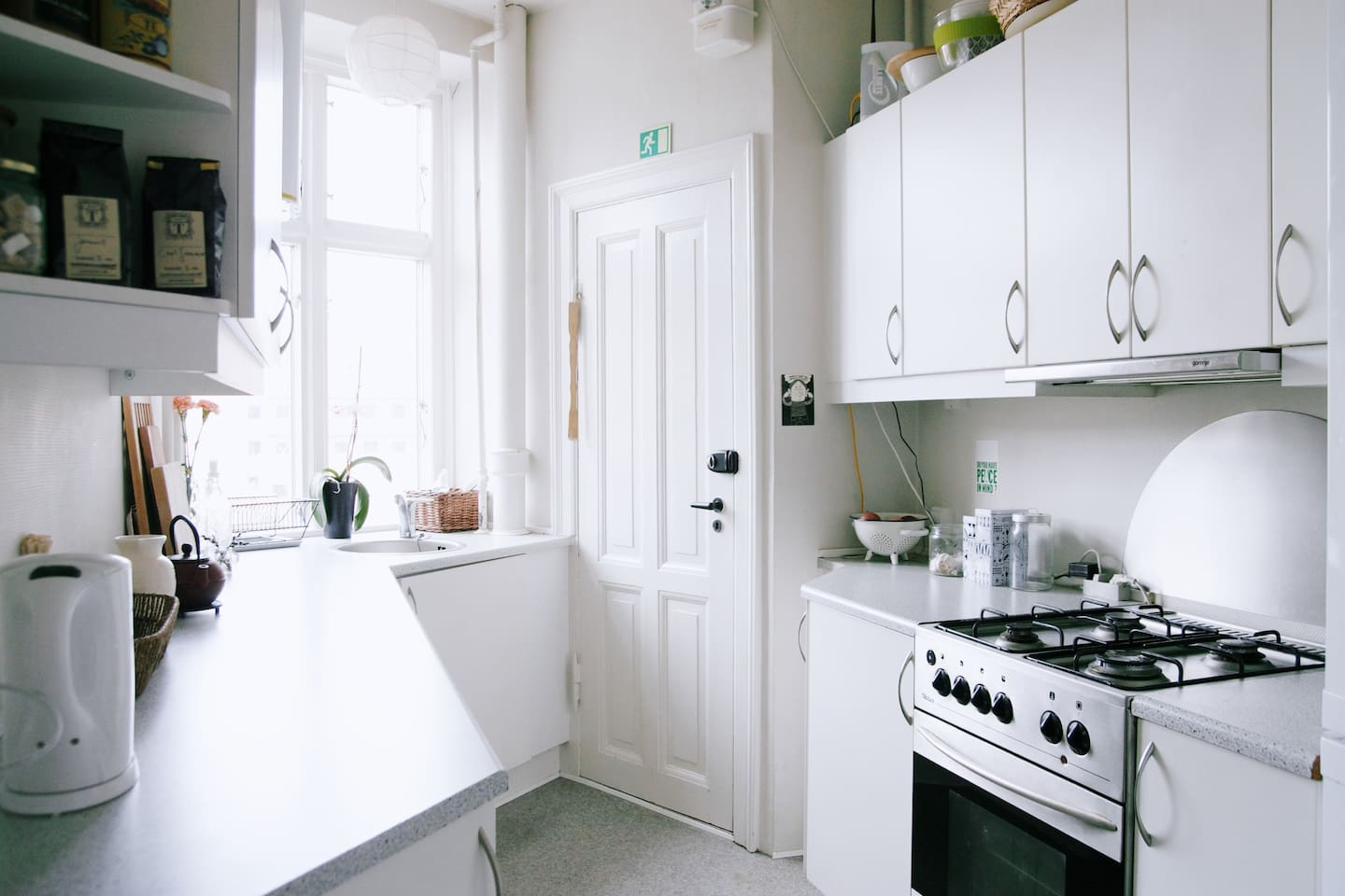 Our nice and bright kitchen with acces to the small shared garden.