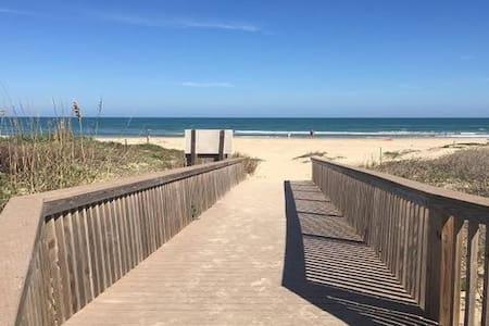 Beachfront Gated 3 BR Sleeps 8 #6 - South Padre Island - Apartment