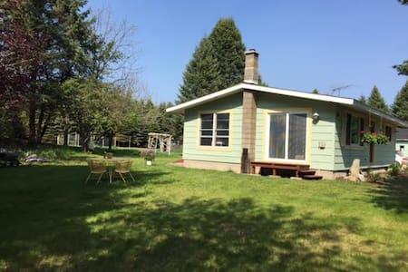 Bliss Cottage Rental - Ház