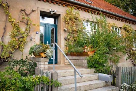 Altes Dorfschulhaus mit Malerei & Keramikwerkstatt - Letschin - Talo