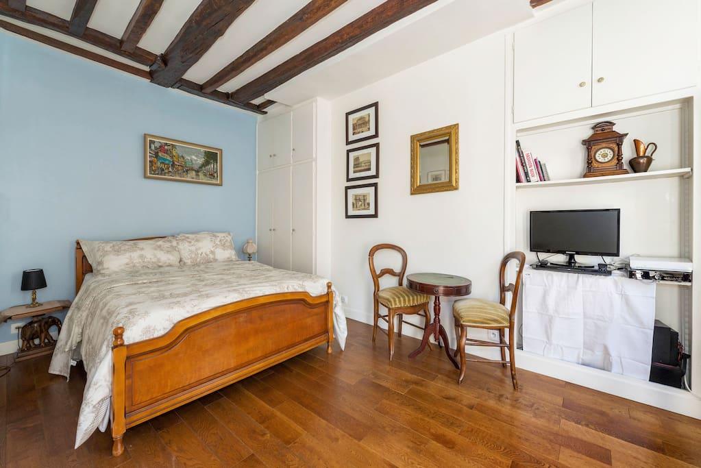 Quiet & Romantic Marais apartment