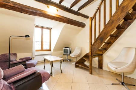 TRENDY STUDIO IN CENTRAL PARIS*