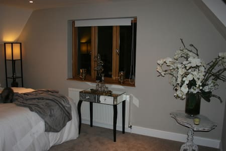 Shoyswell Cottage - French Room - Bed & Breakfast