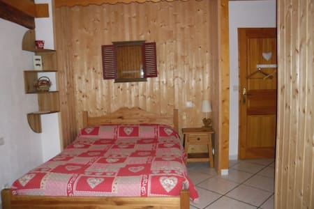 "Chambre ""Montagne"",lac d'Annecy - Bed & Breakfast"