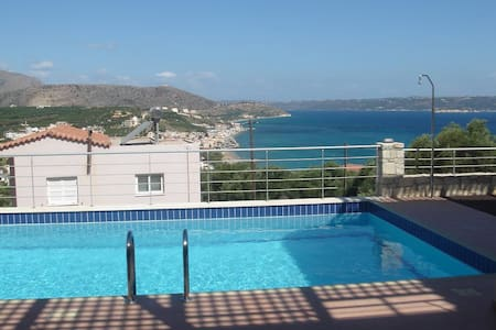 House with view over Souda bay - Chania - Talo