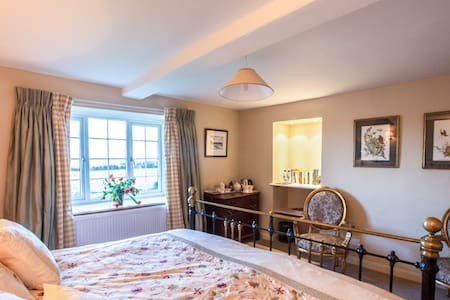 Views, animals and space to escape - Kirkbymoorside - Bed & Breakfast