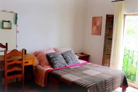 Spacious and bright DOUBLE BEDROOM - Sevilla - Casa