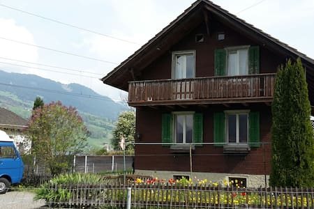Charming Lakehouse, great location - House