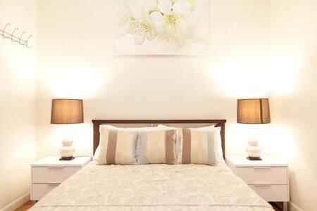Comfortable 2 Beds WiFi aircon tv