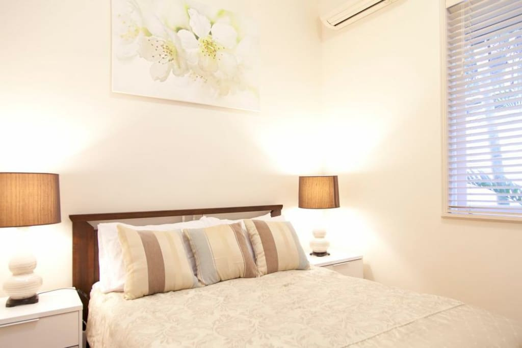 * 2 Beds-City-Tv-WIFI-Aircon-Lock