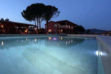 Glamour villa app. and pool - Talo