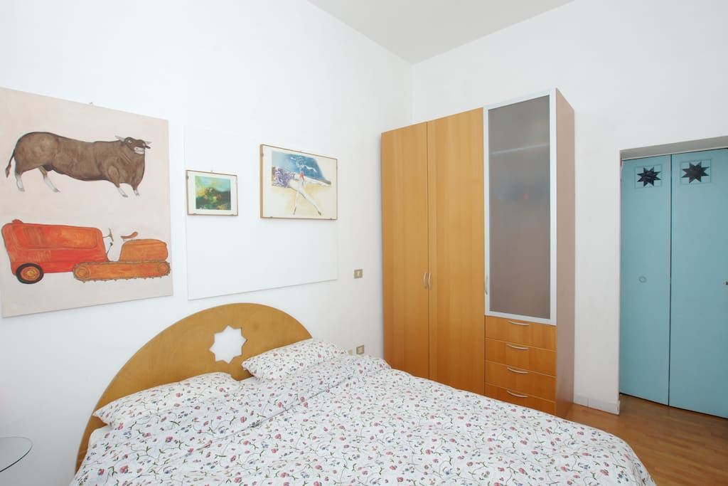 double bed room with wardrobe