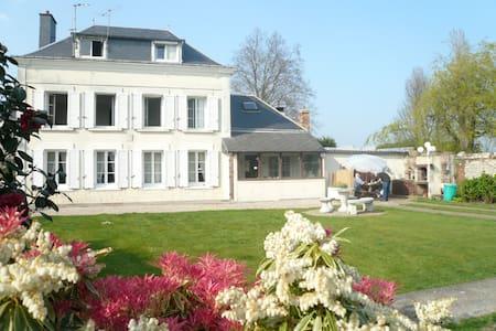 """"""" Le Jardin d'Alice """" petite chambre rose - Le Tilleul - Bed & Breakfast"""