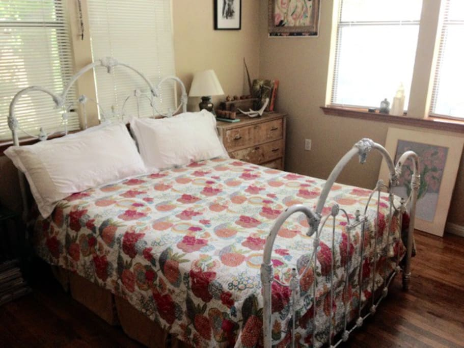 Guest room wt Queen Size Bed