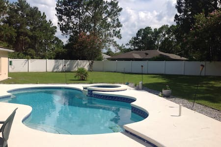 Large, pet friendly pool home. - Casa