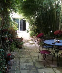 Petite chambre au fond du jardin - Casa a schiera