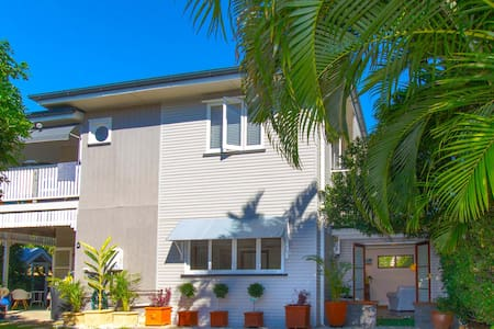 A spacious one bedroom ground floor - Bulimba - Apartment