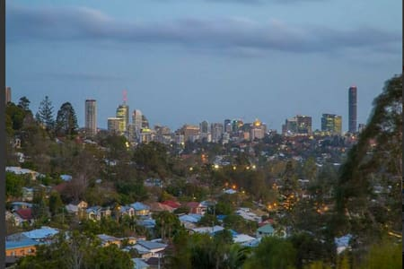 Friendly city family amazing views! - Newmarket - Bed & Breakfast