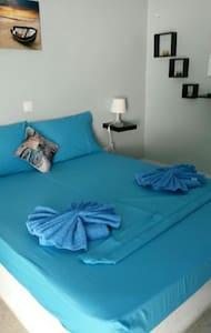 IANTHI STUDIO No2 - Bed & Breakfast