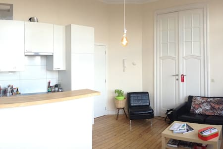 Room in cosy apartment 5 min of Brussels-Midi/Zuid - Anderlecht
