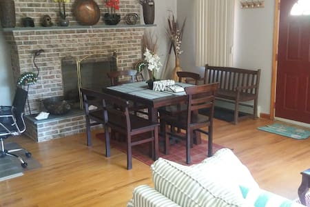 NORTH FORK GETAWAY - RELAX IN 2 BR/1 BTH PRIVACY - Greenport - Maison