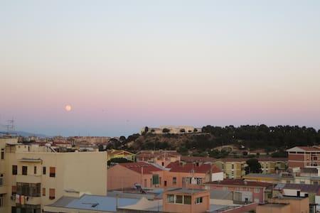 camere in appartamento (mansarda) con terrazzo - Cagliari