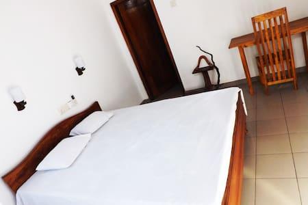 Asela Villa Hikkaduwa - Delux Room - House