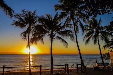 Trinity Beach - a superb beach-side experience! - Lejlighed