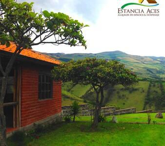 Hermosa cabaña para familia pequeña - Pintag - Casa de campo