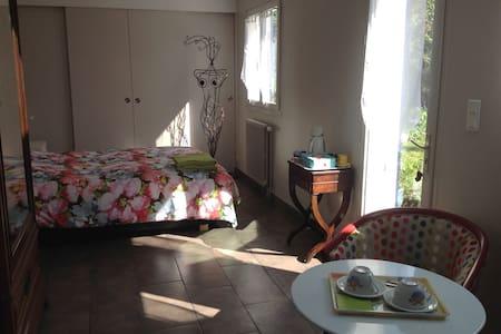 Grande chambre avec accès privé - Casa