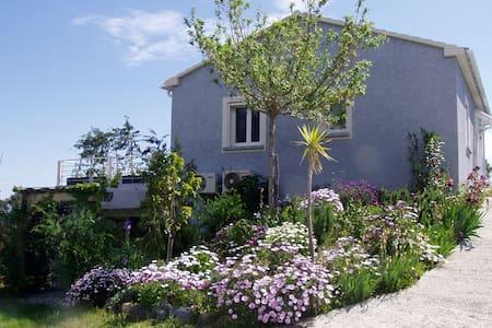 T2 dans villa, vue mer - Cervione - Flat