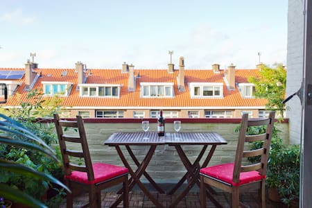 Duplex Appartment near Beach/Centre - Haag - Leilighet