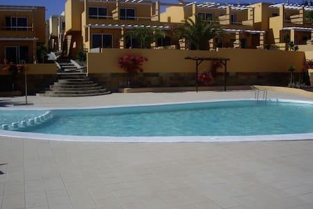 ENJOY THE SUN AND BEACH ALL YEAR - Apartamento