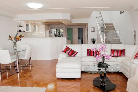 Gold Coast Waterfront Apartment - Apartment
