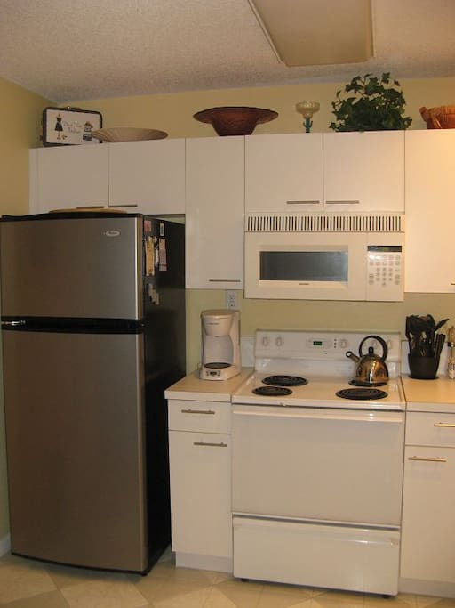 Modern kitchen with all applicances incl dish-washer and utensiles