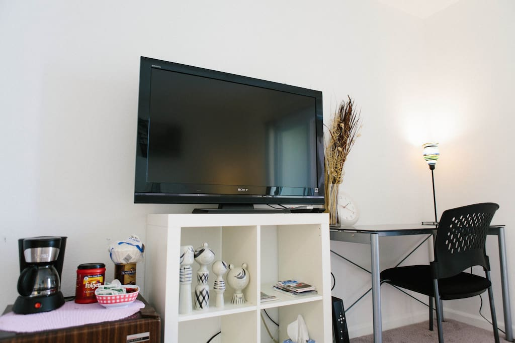 LCD TV with Comast Cable TV service