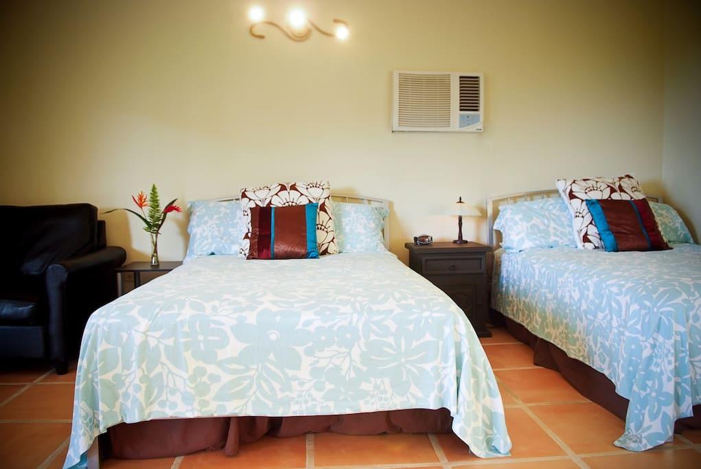 2 Full size beds & sleeper sofa.