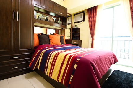 Condo Royal Palm Villa in Las Pinas - Condomínio