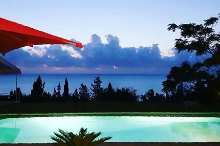 BnB FLAT swimingpool gammarth tunis - Bed & Breakfast