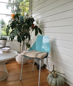 The DIG Guest Suite: Plant Heaven - Vashon - House
