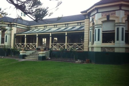 Watervilla House  - a Historic home - Strathalbyn