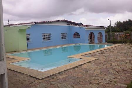 linda casa com piscina. - Igarassu - Hus