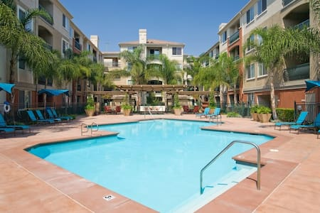 Clean Disneyland 2BR - 5 miles away! Angel Stadium - Orange - Apartment