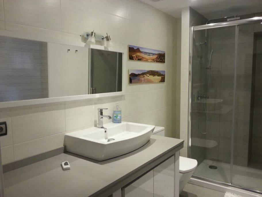 Bathroom / Bain / Baño / Bany