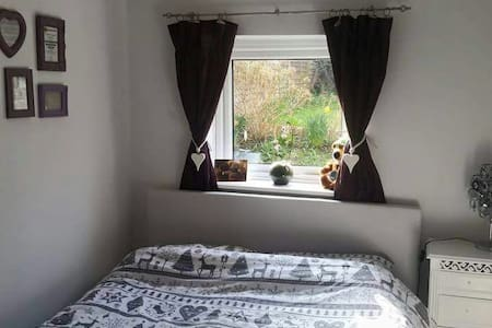 Lovely gdn flat - near town/station - Tonbridge - Hus
