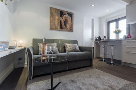 PONCHETTES 1 - Cosy studio with AC on Seafront - Nizza - Wohnung