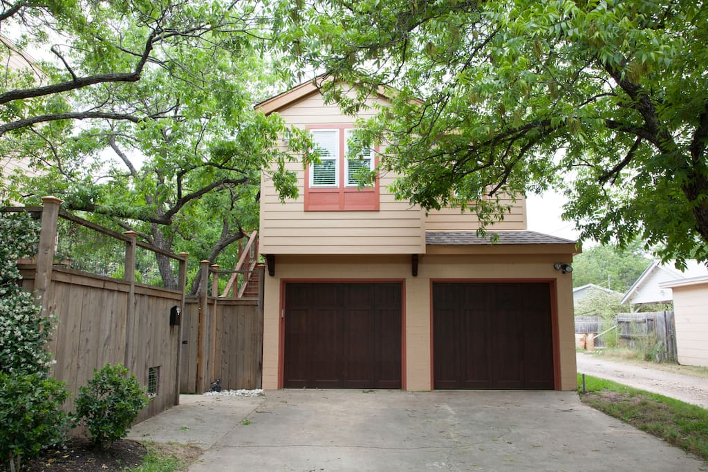 NEW Garage Apartment-Central Austin