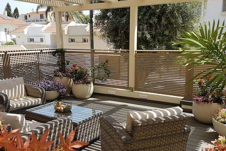 Basement floor, 3 double beds - Ramla - Haus